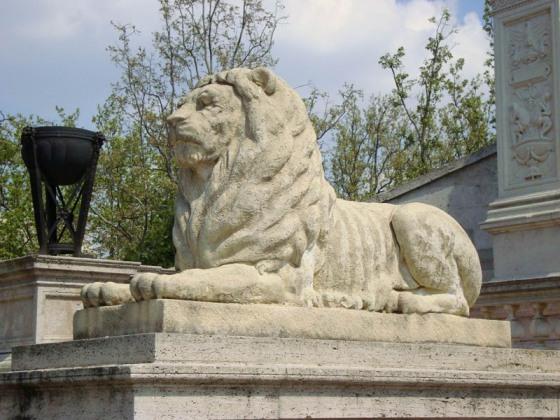 Batthyány-mauzóleum, oroszlán