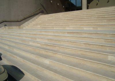 Forrásvízi mészkő lépcső- és teraszburkolat Budapesten 4