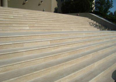 Forrásvízi mészkő lépcső- és teraszburkolat Budapesten3