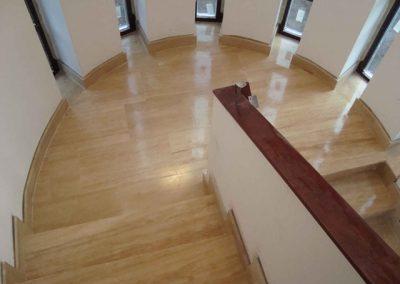 Mészkő lépcsőburkolat, onyx lépcsőburkolat és kandalló 3
