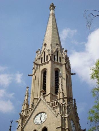 Rózsák tere, templom torony